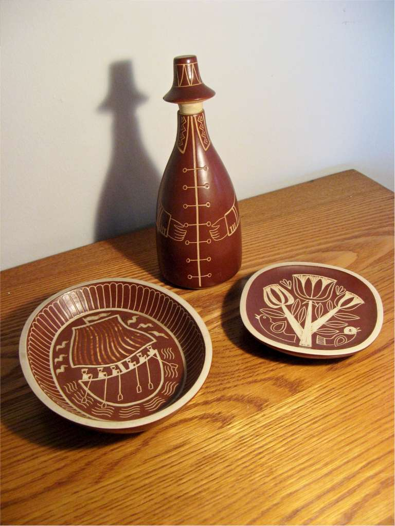 Arabia three items of ceramics made in Finland c1950's