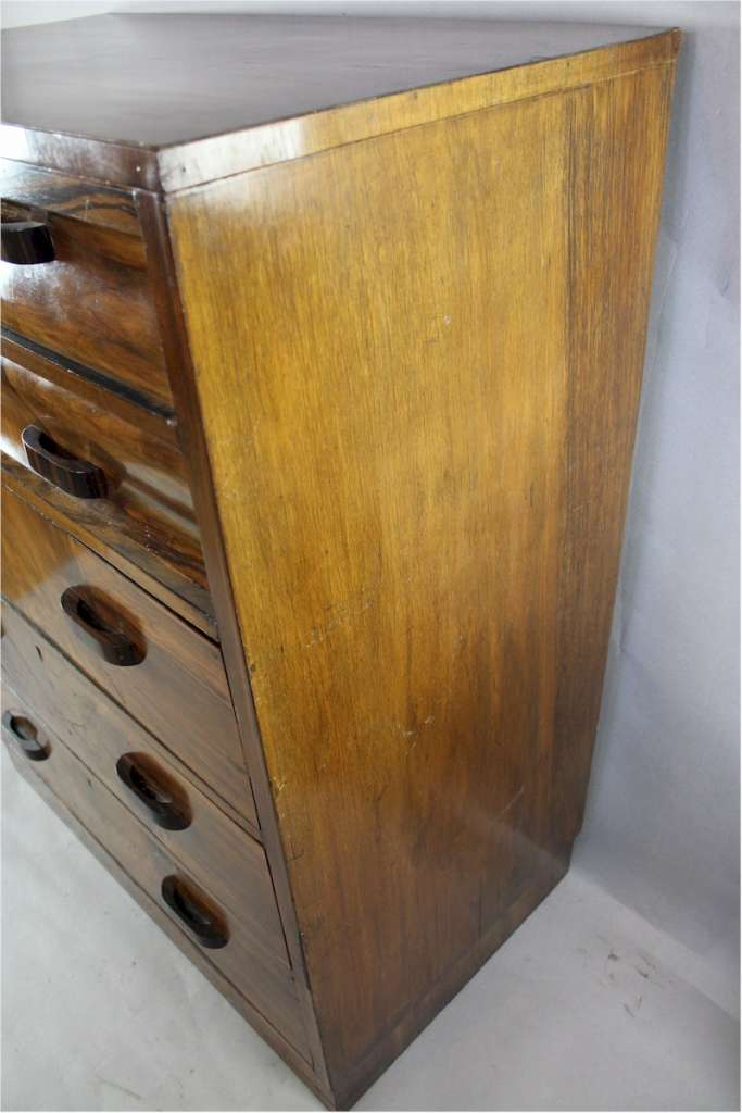 Art Deco chest of drawers in burr walnut veneer