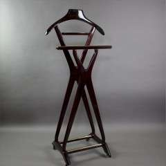 Italian Mid-Century Valet designed by Ico Pairisi, 1950s. Wonderful valet designed by Ico Parisi for