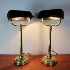 Pair of good quality Edwardian bankers lamps in brass with Bakelite shades.